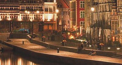 Canal dans la ville, Belgique