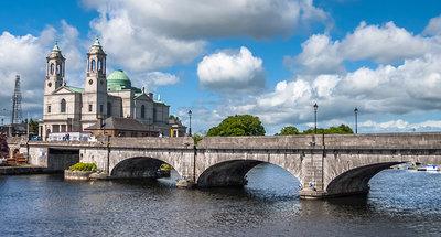 Pont historique sur la rivière à Athlone