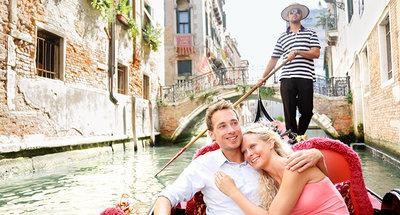 Genieten van een gondelvaart in Venetië