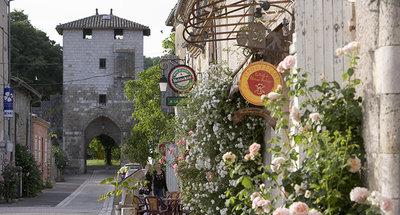 Met bloemen omzoomde straten in Nérac