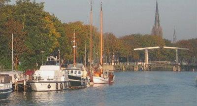 Boten en hefbrug in Nederland