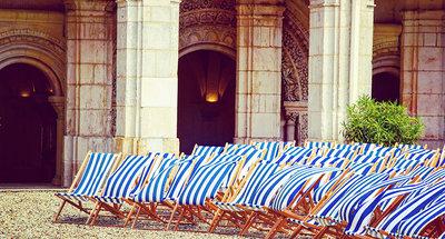 Ligstoelen in de abdij van Saint-Germain