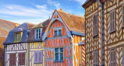 Maisons aux colombages colorés à Auxerre