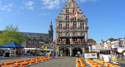 Kaasmarkt op het stadsplein van Gouda