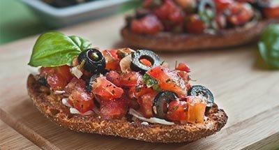 Bruschetta met tomaten en champignons