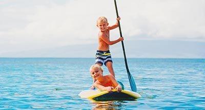 Twee jongens Paddleboarding