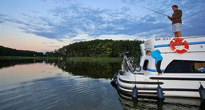 Expérience de pêche en canal à bord d'un bateau