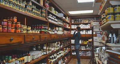 Winkelen bij Kilborn's in Newboro aan het Rideau