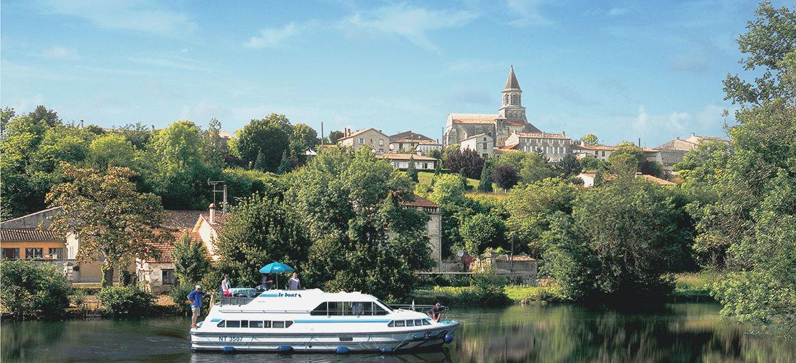 Le Boat face à Saint-Simeux