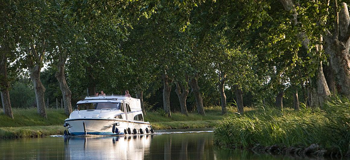 Bomenrijen langs het Canal du Midi