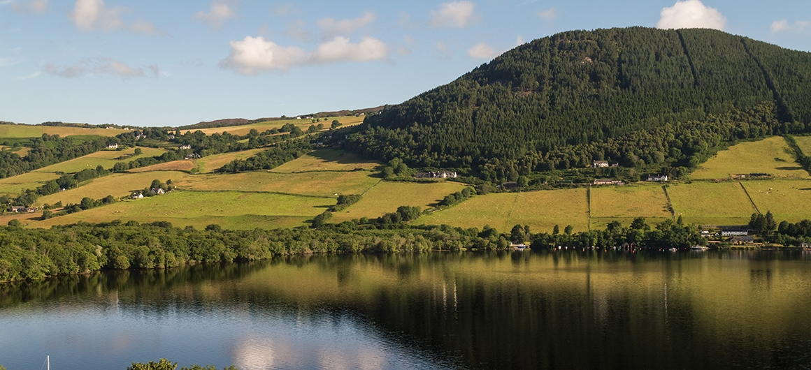 Heuvels en Loch Ness, Schotland