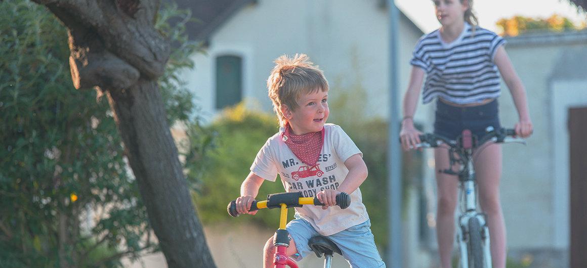 Kinderen fietsen in Bourgondië