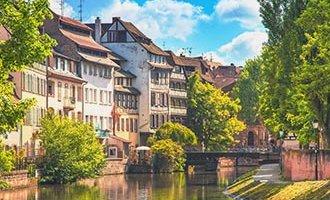 La voie navigable en été, près de Strasbourg